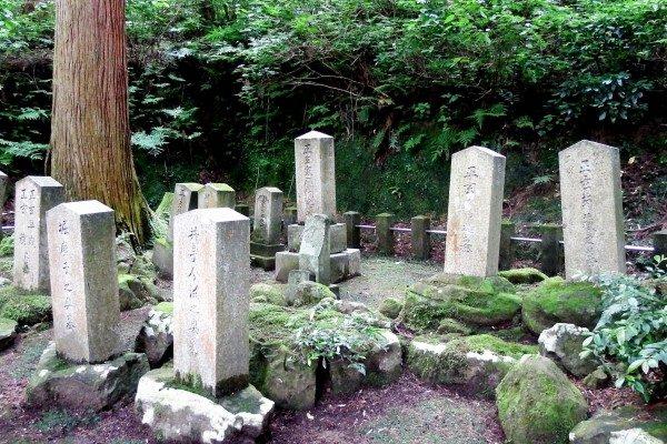 Японский поэт и варвары с плохими мечами