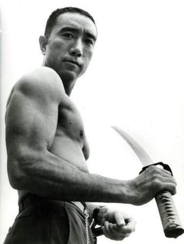 Юкио Мисима с мечом