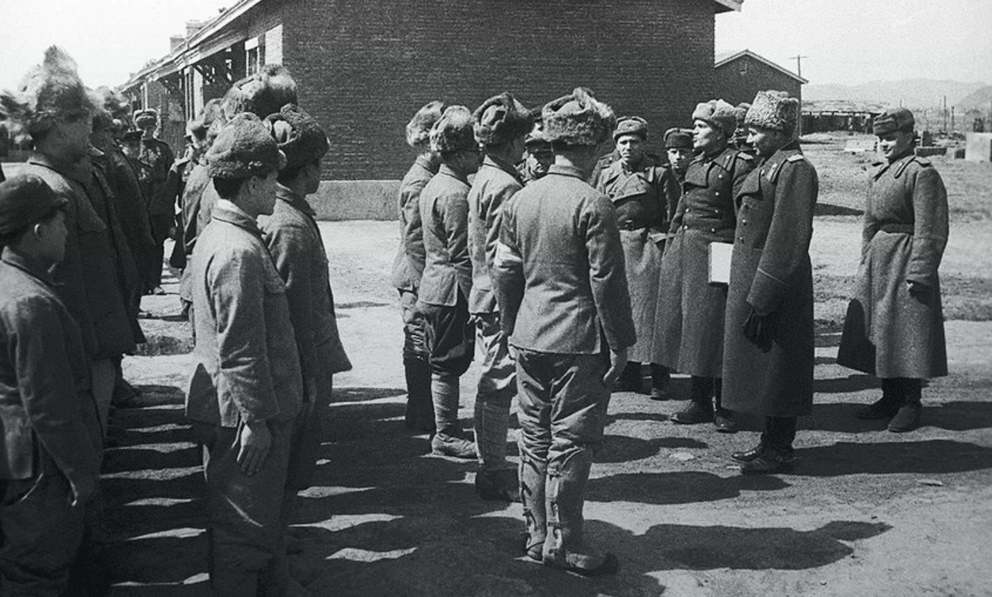 Лагерь для японских военнопленных в районе Муданьцзян, Маньчжурия, 1945 год