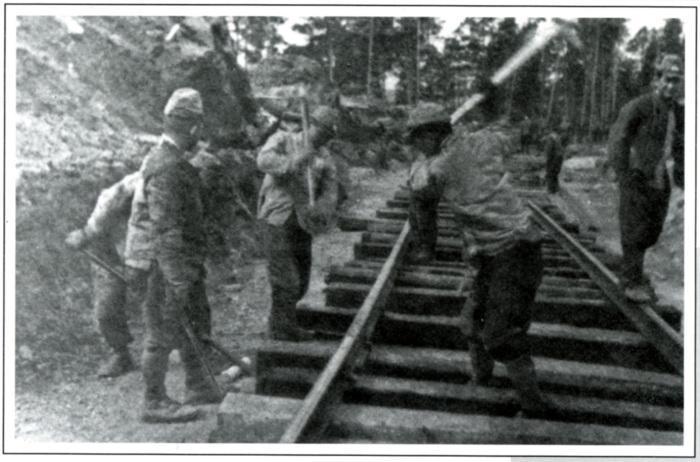 Японские военнопленные на стройке железной дороги
